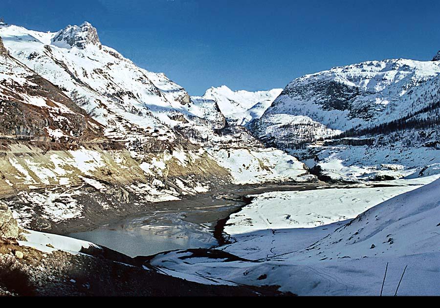 Compare images le lac du chevril vide le soir d 39 un jour d 39 hiver le lac du chevril vide le - Lac du chevril ...